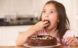 Top 6 Loại thực phẩm nguy hiểm nhất đối với con bạn